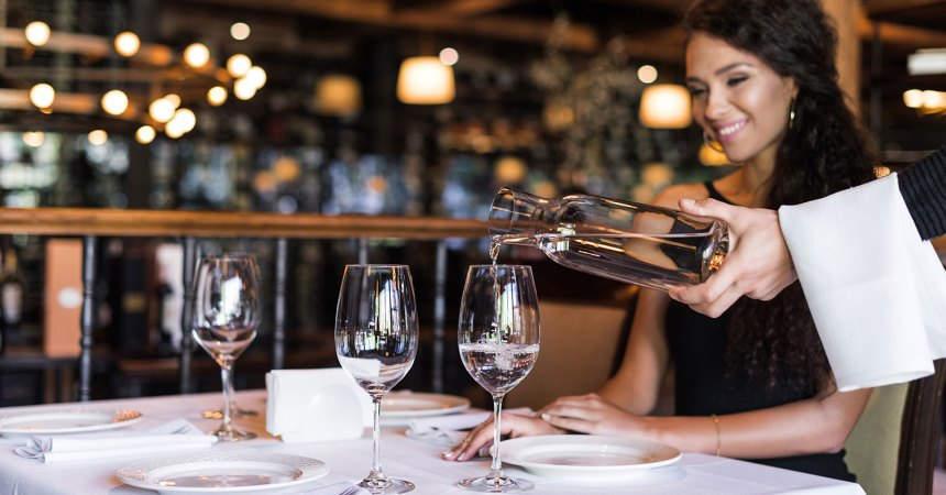 Риск заражения COVID-19 в ресторанах и отелях. Пути передачи коронавируса.